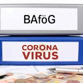 """Zwei Ordner, einer mir Aufschrift """"BAföG"""", der andere mit """"Corona-Virus"""""""